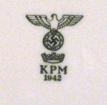 A close up of the army plate eagle